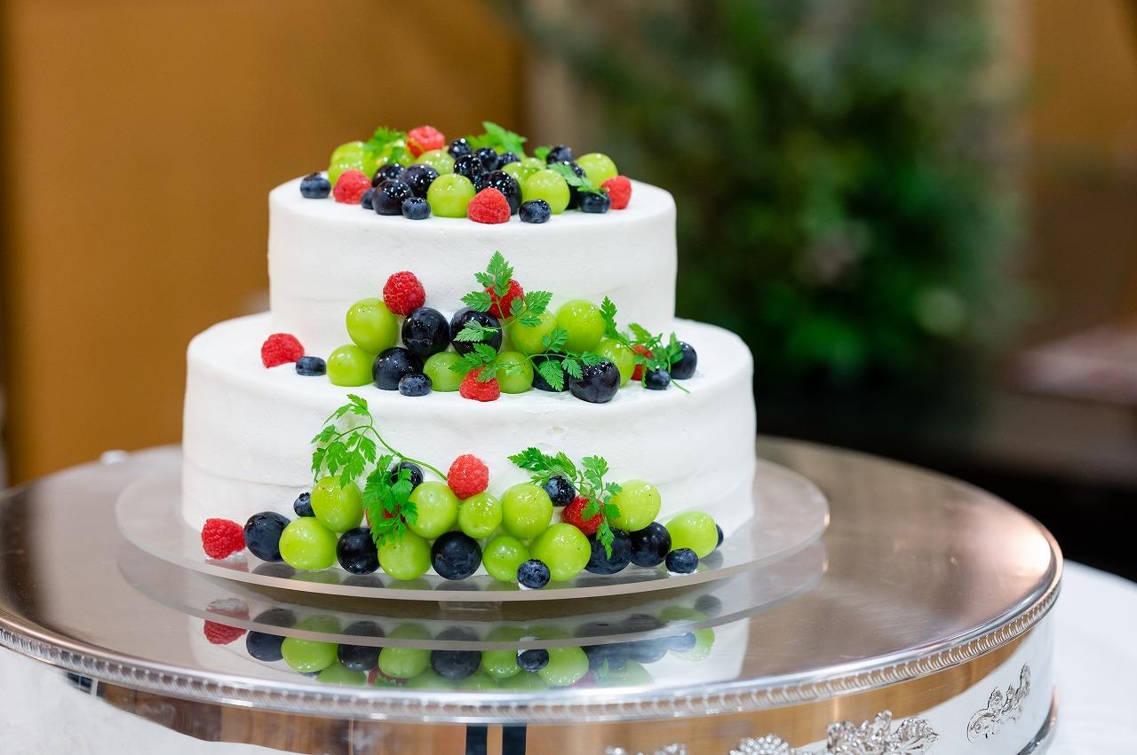 みずみずしいフルーツを使ったウェディングケーキ